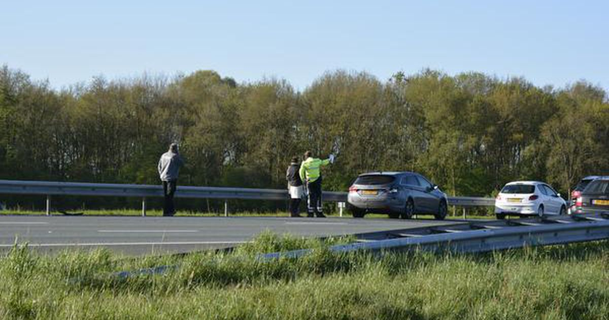 A50 richting Eindhoven dicht na ongeluk met drie autos.
