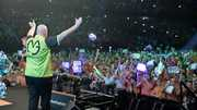 De fans juichen Michael van Gerwen toe in Ahoy.