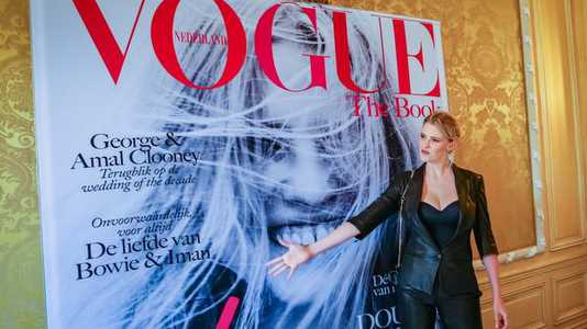 Lara Stone bij de lancering van Vogue The Book in Nederland.