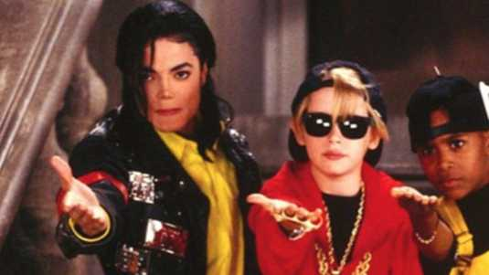 Macaulay Culkin speelde in de clip Black and White van Michael Jackson