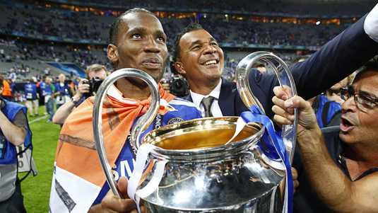 Didier Drogba marks the Champions League victory in 2012 with Ruudu Gulita.