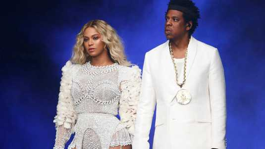 Beyoncé en Jay-Z in concert bij de On The Run II Tour, zaterdagavond in Parijs.