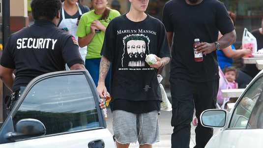 Justin Bieber in Marilyn Manson t-shirt