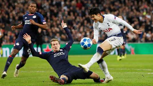 Soccer Football - Champions League - Group Stage - Group B - Tottenham Hotspur v PSV Eindhoven - Wembley Stadium, London, Britain - November 6, 2018 Tottenham's Son Heung-min in action with PSV Eindhoven's Daniel Schwaab REUTERS/David Klein ORG XMIT: AI