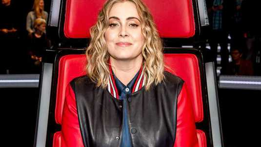 Anouk tijdens liveshow van The Voice of Holland