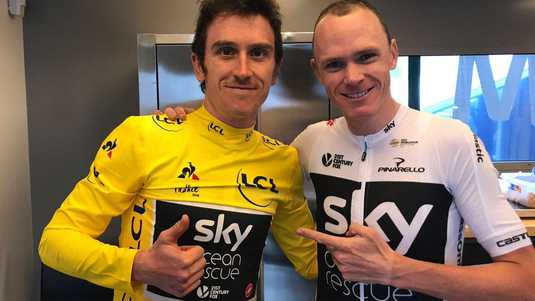 Chris Froome (links) is trots op de prestatie van zijn teamgenoot Geraint Thomas.
