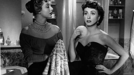 Danielle Darrieux (rechts) in de film 'Rich, young and pretty' uit 1951.