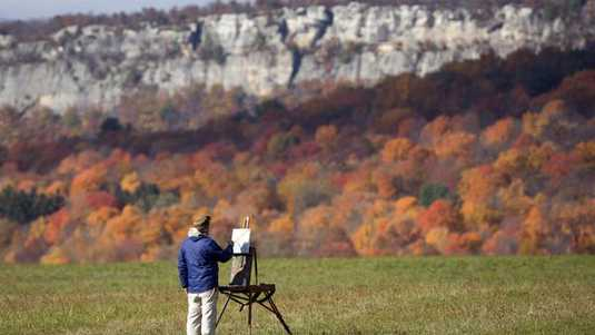 Thomas Sarrantonio paints the Shawangunk Ridge landscape on a brilliant autumn day on Friday, Oct. 30, 2015, in New Paltz, N.Y. Sarrantonio is an arts professor on sabbatical from the State University of New York at New Paltz. (AP Photo/Mike Groll) Sabatical Hollandse Hoogte ORG XMIT: 51246858