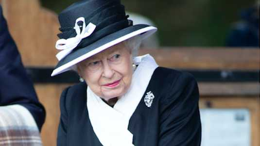 With a special tribute, Queen Elizabeth showed her love for her good, deceased, girlfriend Jeanie.