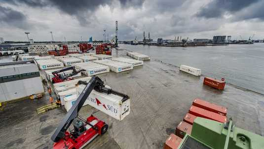 Containers in de haven van Antwerpen.