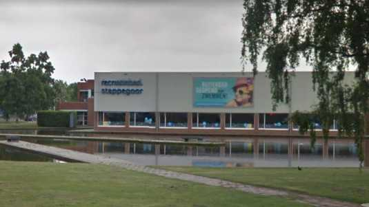 The Tilburg swimming pool was closed early Saturday night.