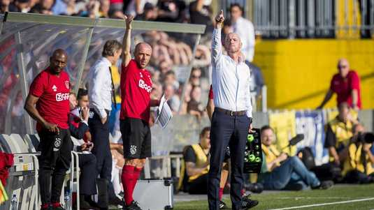 Erik ten Hag, coachend in Venlo.
