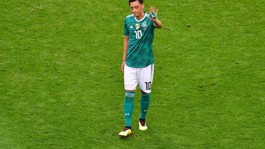 Mesut Özil is afgezwaaid als Duits international.