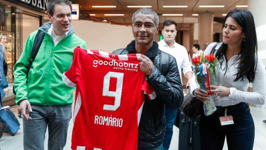 Romario is happy with his PSV shirt.