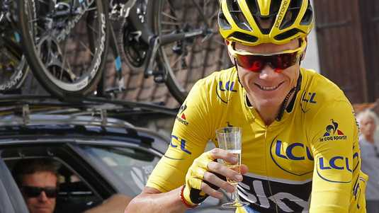 Chris Froome viert in de slotetappe zijn eindzege in de Tour de France.
