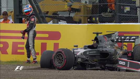 Grosjean na de crash.